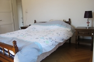 Large bedroom for rent, 5mins walk from HES.SO, 2mins from the Old Town